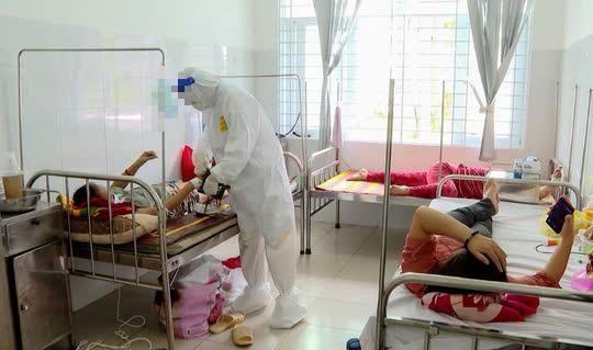 Bà Rịa-Vũng Tàu: 33 nhân viên y tế mắc Covid-19 trong lúc tham gia phòng chống dịch - Ảnh 1.