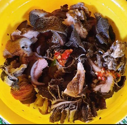 Bò nướng lụi chấm muối kiến vàng - Ảnh 2.