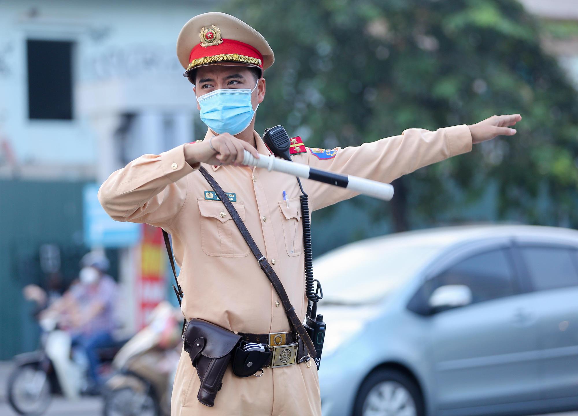 Những hình ảnh ở Hà Nội trong ngày đầu hết giãn cách, ai nhìn cũng ước ao - Ảnh 7.