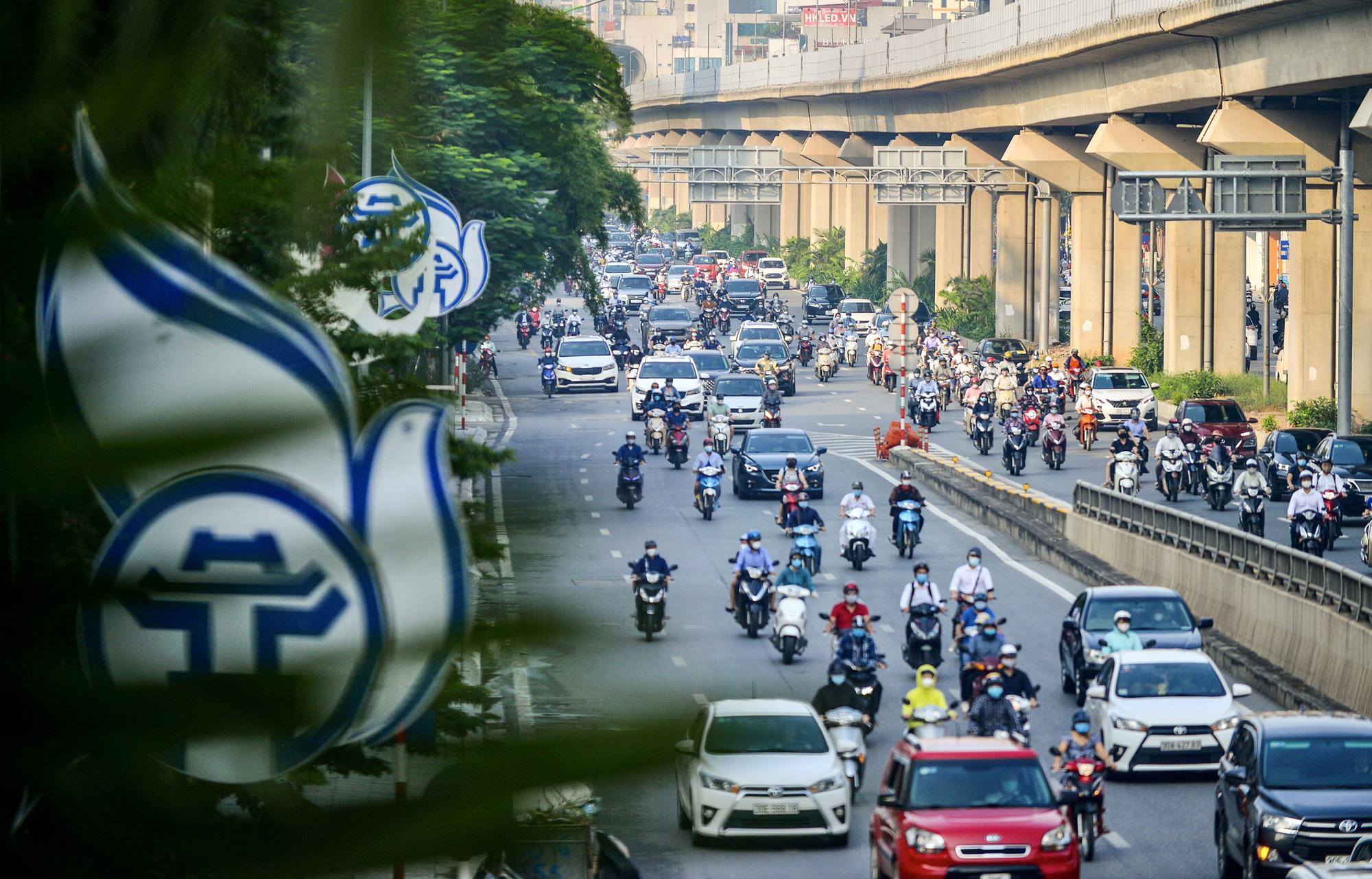 Những hình ảnh ở Hà Nội trong ngày đầu hết giãn cách, ai nhìn cũng ước ao - Ảnh 4.