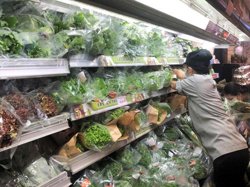 Nghịch lý giá rau củ tại TP HCM - Ảnh 1.