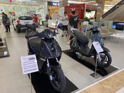 Các hãng bắt tay làm xe máy điện - Ảnh 1.