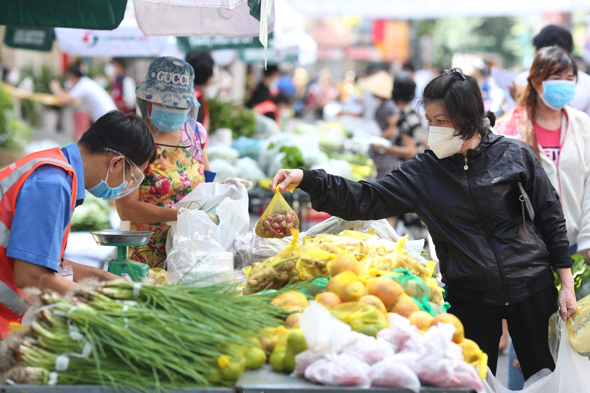 Tin Kinh tế: TP HCM sắp mở lại chợ truyền thống