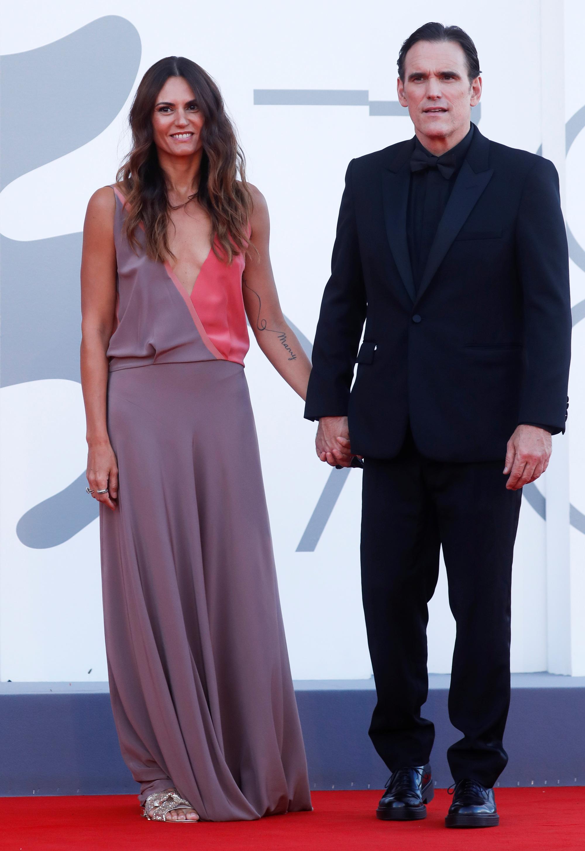 """Sao phim """"Avatar"""" trao nụ hôn trên thảm đỏ Liên hoan phim Venice - Ảnh 7."""