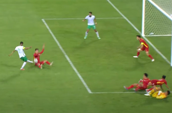 Công nghệ VAR khiến đội tuyển Việt Nam vỡ trận ở hiệp 2 - Ảnh 1.