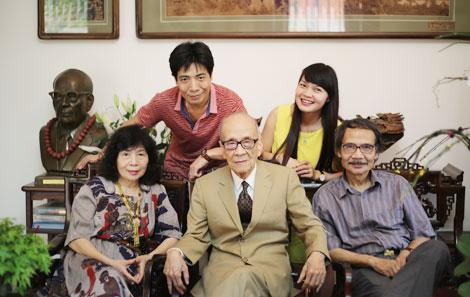 Giáo sư Vũ Khiêu qua đời ở tuổi 105 - Ảnh 2.