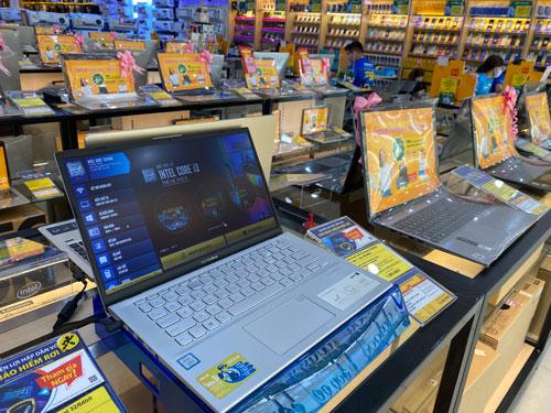 Nhu cầu laptop tăng vọt - Ảnh 1.