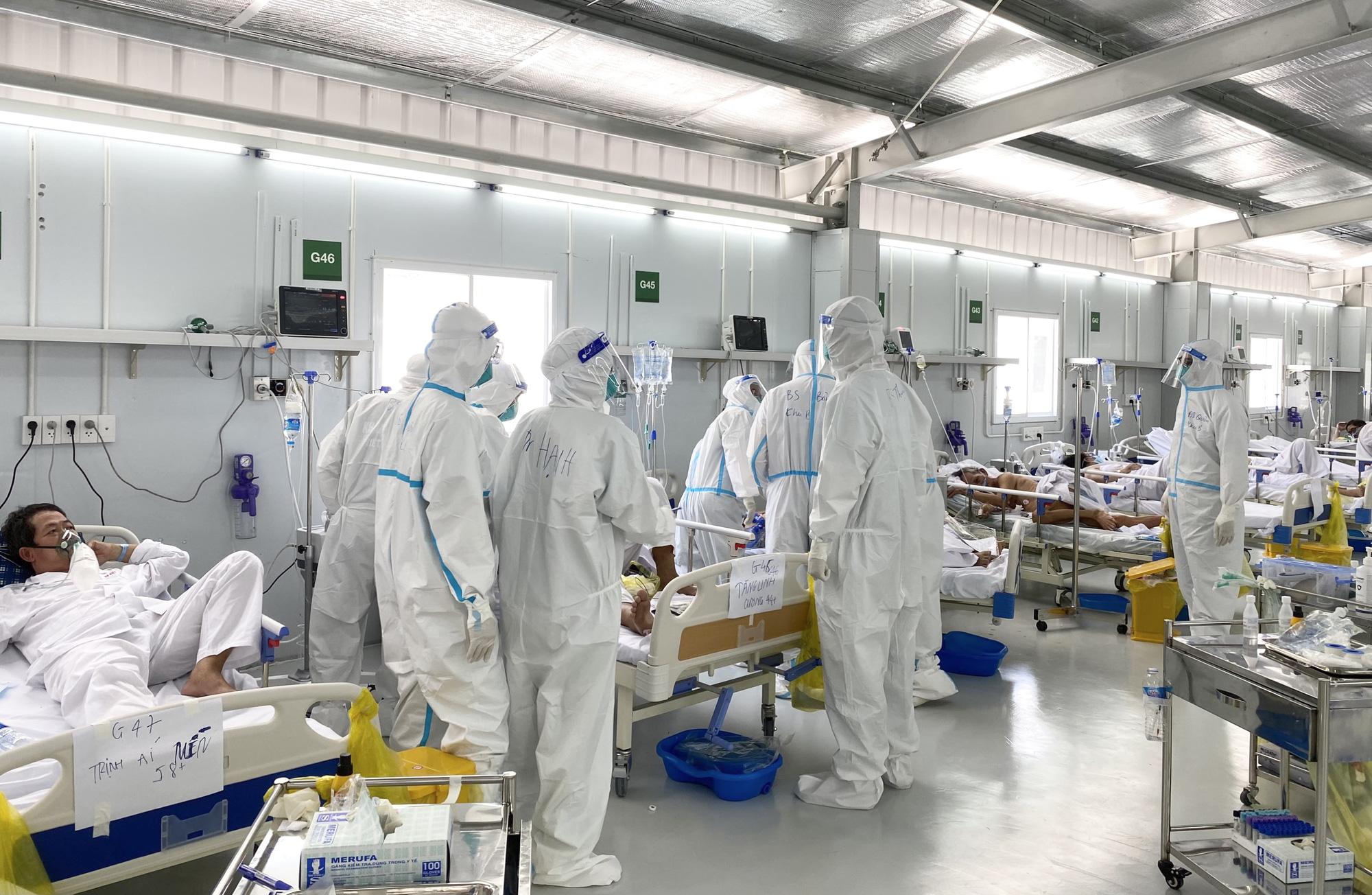 Bộ trưởng Y tế kêu gọi nhân viên y tế quyết tâm, nỗ lực hơn để chống dịch Covid-19 - Ảnh 1.