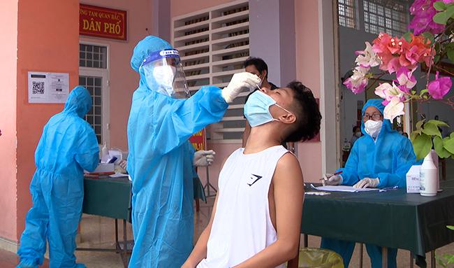 Xét nghiệm tầm soát, Bình Định phát hiện 24 ca Covid-19 lây nhiễm cộng đồng - Ảnh 2.