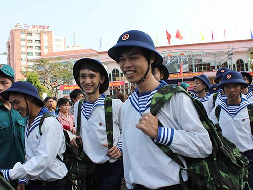 Thanh niên TP HCM lên đường nhập ngũ - Ảnh: Phan Anh