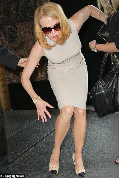 """Bị tay săn ảnh tông, Nicole Kidman """"đo ván"""""""