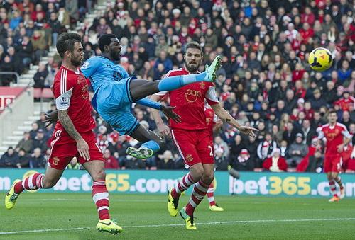 Adebayor thời còn thi đấu cho Tottenham