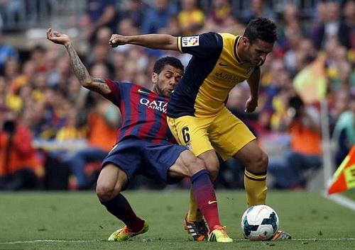 Alves có thể phòng ngự cũng như hỗ trợ tấn công rất tốt