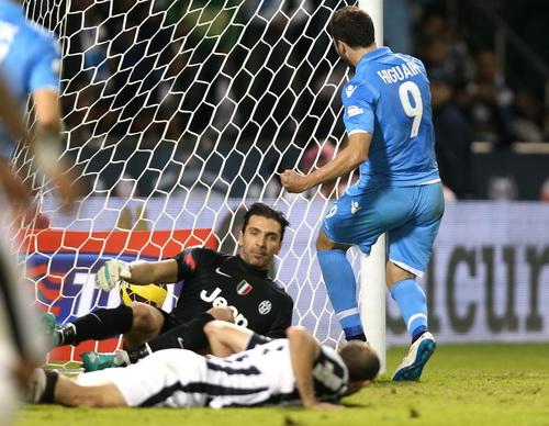 Gonzalo Higuain (9) khó rời Napoli tháng 1 sắp tới