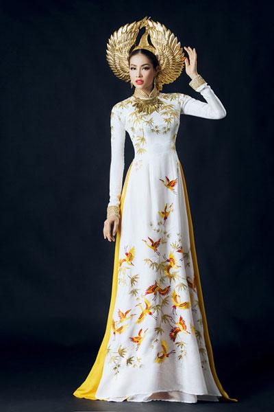 Người đẹp Phạm Hương dự thi trang phục dân tộc áo dài Việt Nam tại cuộc thi Hoa hậu Hoàn vũ 2015. (Ảnh do nhân vật cung cấp)
