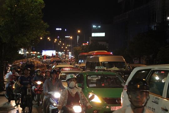 Theo người dân địa phương, đây là lần kẹt xe chưa từng thấy trên trục đường Nam Kỳ Khởi Nghĩa - Nguyễn Văn Trỗi