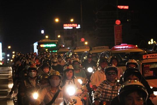 Vụ tai nạn xảy ra vào giờ cao điểm khiến giao thông trên trục đường Nam Kỳ Khởi Nghĩa - Nguyễn Văn Trỗi bị ùn tắc nghiêm trọng