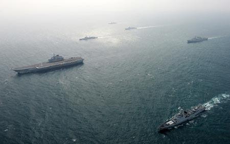 Tàu Liêu Ninh và nhóm tàu hộ tống trở về từ biển Đông hồi tháng 1-2014. Ảnh: CNS