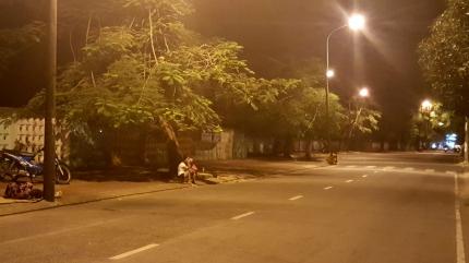 Gái mại dâm đón khách ở đường Lê Đại Hành, TP Cà Mau.