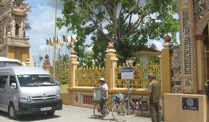 Cổng chùa nơi xảy ra vụ truy sát.