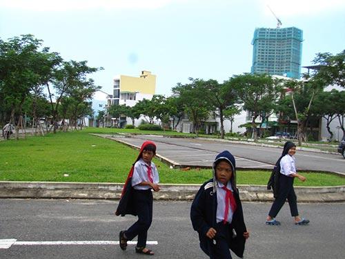 Người dân phản đối việc phá bỏ công viên xây dựng bãi đậu xe