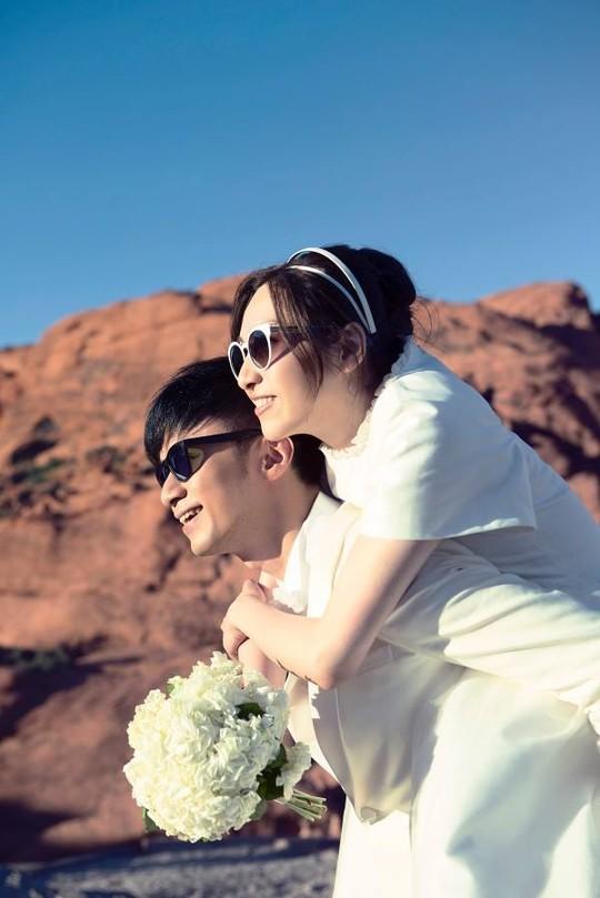 Do bận rộn đến năm nay họ mới cưới