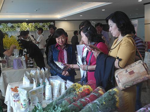 Các doanh nghiệp giới thiệu sản phẩm tại hội nghị
