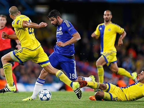 Diego Costa (giữa) tỏa sáng là tín hiệu vui cho Chelsea sau thời gian dài khủng hoảng Ảnh: REUTERS