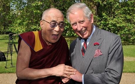 Thái tử Charles (phải) gặp Đạt Lai Lạt Ma năm 2012. Ảnh: Telegraph