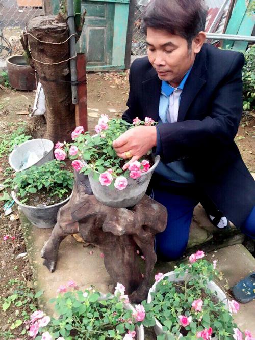 Sau khi ông nghỉ hưu, các con đều đã trưởng thành, đi xa nhà, hai vợ chồng ông lại tìm tới việc làm vườn để có thêm niềm vui cho cuộc sống.