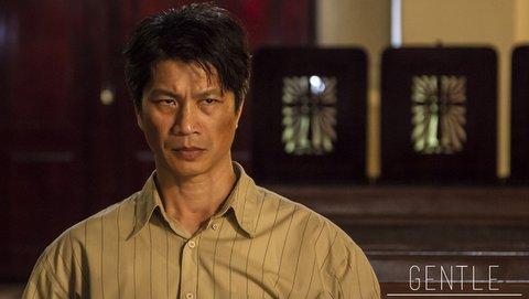 Dustin Nguyễn trong vai ông chủ cầm đồ hà khắc, keo kiệt (phim Dịu dàng)