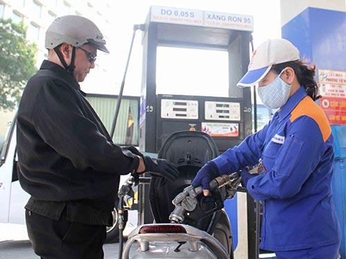 Petrolimex công bố lãi hợp nhất hàng ngàn tỉ đồng, phần vì nhờ kinh doanh xăng dầu thuận lợi Ảnh: HOÀNG TRIỀU