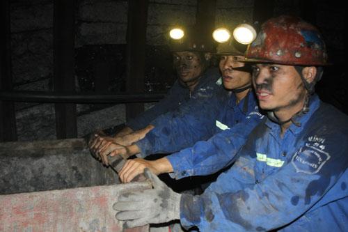 Quá trình đốt than luôn thải ra chất ô nhiễm. Trong ảnh: Khai thác than ở Công ty Than Hà Lầm (Vinacomin). Ảnh: Văn Duẩn