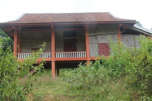 Một căn nhà trong khu tái định cư Kẻ Tắt bỏ hoang lâu nay