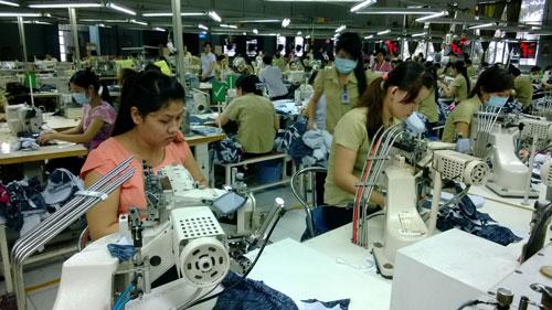 Chính sách dành cho lao động nữ vẫn khó đi vào thực tế