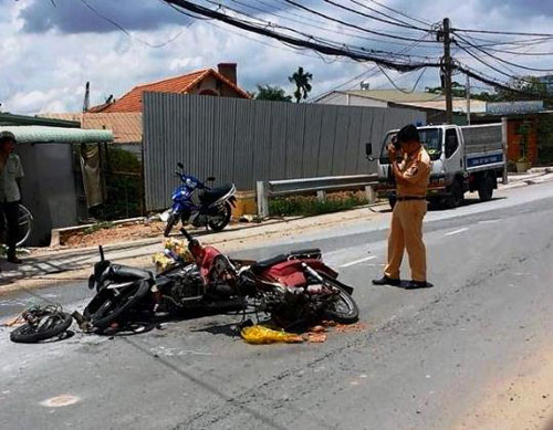 """Vụ tai nạn do xe """"cà tàng"""" gây ra vào ngày 12-9 làm 2 người bị thương Ảnh: Gia Minh"""