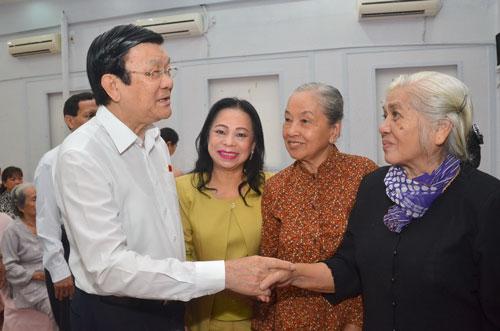 Chủ tịch nước Trương Tấn Sang đánh giá cao việc người dân tham gia tố giác tham nhũng, cán bộ biến chất Ảnh: NGUYỄN QUYẾT - Tấn Thạnh