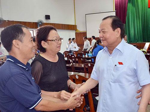 Ông Lê Thanh Hải - Ủy viên Bộ Chính trị, Chỉ đạo Thành ủy TP HCM - tiếp xúc cử tri quận 11 sáng 30-11 Ảnh: PHAN ANH