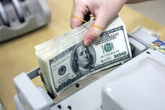 Động thái hạ lãi suất tiền gửi USD nhằm hạn chế tình trạng găm giữ USD, giảm áp lực lên tỷ giá ngoại tệ