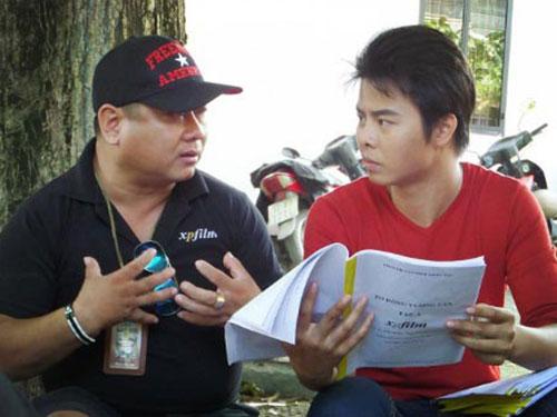 Đạo diễn Xuân Phước chỉ đạo diễn xuất trên trường quay. (Ảnh do nhân vật cung cấp)