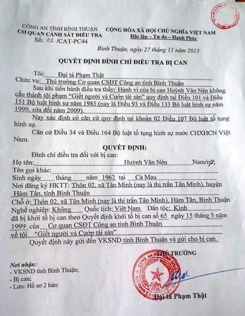 Quyết định đình chỉ điều tra bị can đối với ông Huỳnh Văn Nén - Ảnh: Hồng Ánh