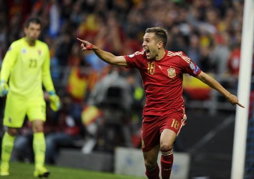 Jordi Alba mở tỉ số cho Tây Ban Nha