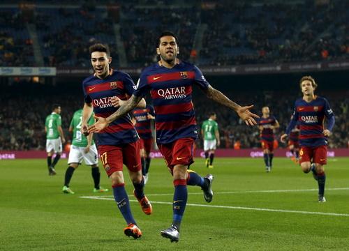 Dani Alves ghi khá nhiều bàn thắng cho Barcelona trong 8 mùa bóng