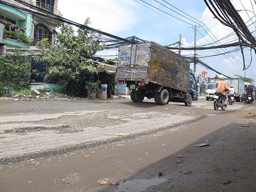 Yêu cầu nhà thầu khắc phục đường hư