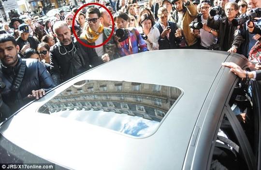 Vitalii Sediuk từng lẫn vào đám đông chào đón Kim Kadarshian