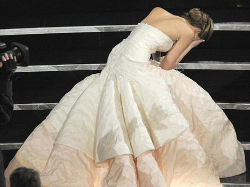 Jennifer Lawrence ngã tại Oscar 2013