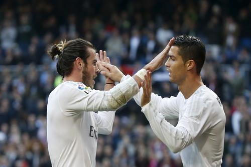 Ronaldo và Bale vui mừng sau hai pha lập công