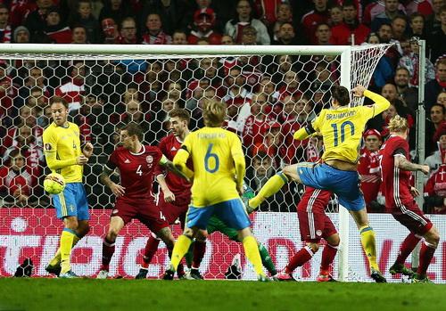 Ibrahimovic mở tỉ số sớm, nắm chắc vé VCK cho Thụy Điển