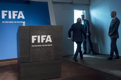 Bao giờ Blatter rời FIFA vẫn là câu hỏi lớn