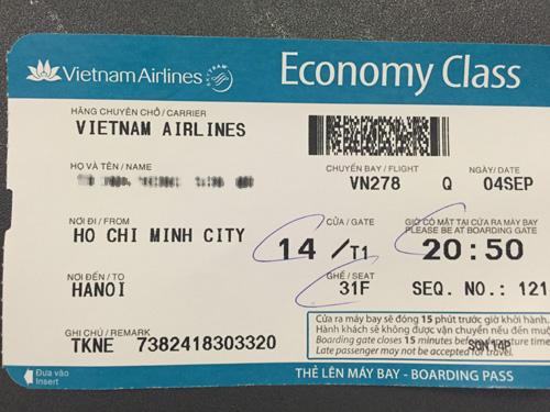 Chuyến bay mang ký hiệu VN 278 đưa quả tim, lá gan vượt hành trình hơn 1.700 km và hạ cánh tại Sân bay Nội Bài lúc 11 g. Theo GS Sơn, thành công của 2 ca ghép tạng có sự giúp đỡ rất lớn của ngành hàng không